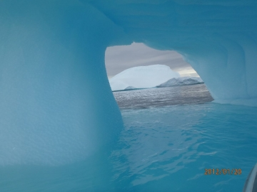 passage sous un iceberg © jp guénon