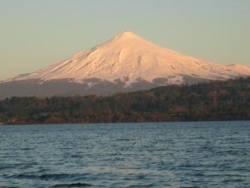 le lac Villarica et le volcan du même nom © y estienne
