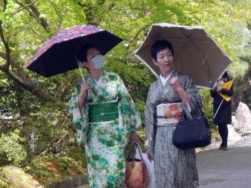 belles japonaise en tenue traditionnelle © y estienne