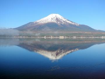 le fuji dans le lac yamanakako © y estienne.JPG